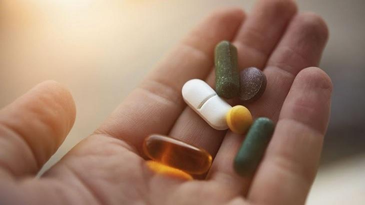 Các loại thuốc trị chàm hóa da sẽ bao gồm cả thuốc uống và thuốc bôi