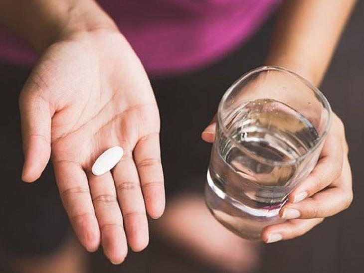 Uống Cefuroxim với một lượng nước lọc vừa đủ
