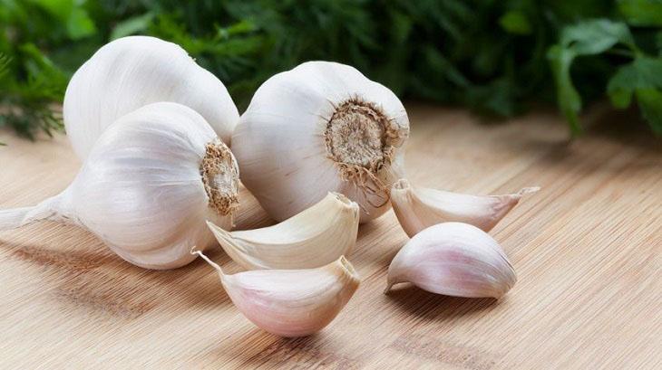 Tỏi có khả năng tiêu đờm, giải độc và hỗ trợ cải thiện huyết trắng