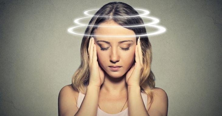 Người bệnh có thể gặp phải tình trạng đau đầu, chóng mắt khi dùng ambroxol