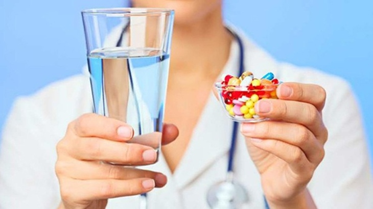 Tham khảo ý kiến bác sĩ để biết có nên dùng thuốc cùng thức ăn