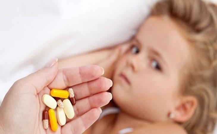 Dùng thuốc uống điều trị amidan phì đại ở trẻ nhỏ