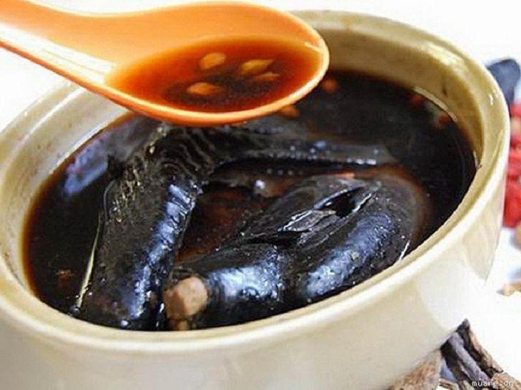 Gà đen hầm hoàng kỳ là món ăn bài thuốc tốt cho người bị bệnh huyết trắng