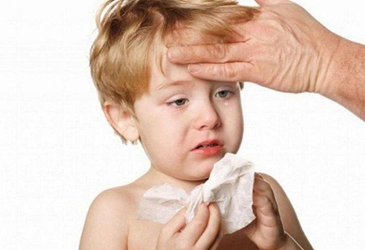 Bé bị viêm mũi dị ứng kéo dài làm ảnh hưởng nghiêm trọng tới tinh thần, thể chất và phát triển trí tuệ