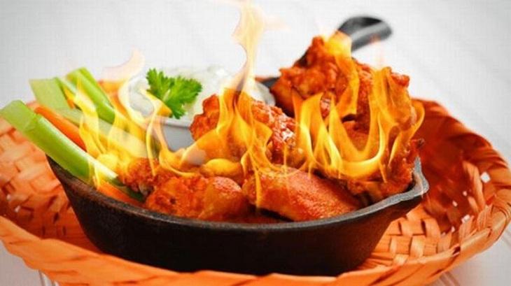 Người bệnh không nên ăn đồ cay nóng để tránh viêm nhiễm nặng hơn