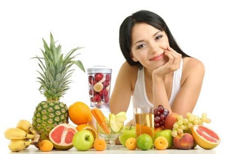Chị em nên tăng cường ăn trái cây giàu vitamin C giúp tăng cường đề kháng, chống lại tình trạng khí hư bệnh lý