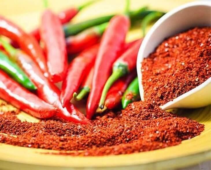 Người bị vảy nến cần hạn chế ăn các đồ ăn, gia vị cay nóng