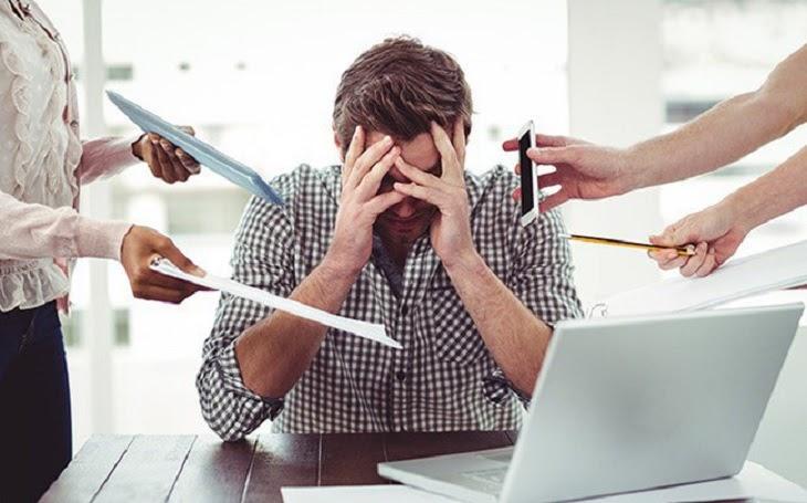 Cơ thể và đầu óc luôn căng thẳng cũng là nguyên nhân gây khởi phát bệnh vảy nến da đầu