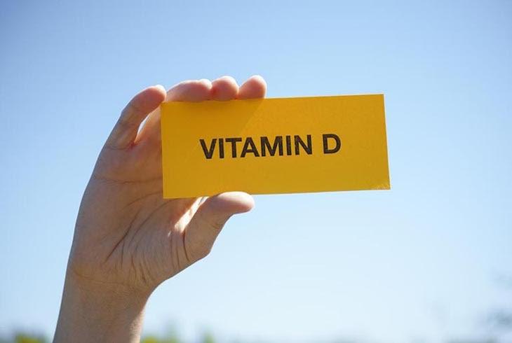 Vitamin D tổng hợp có vai sử dụng nhiều trong vảy nến móng tay và vảy nến da đầu
