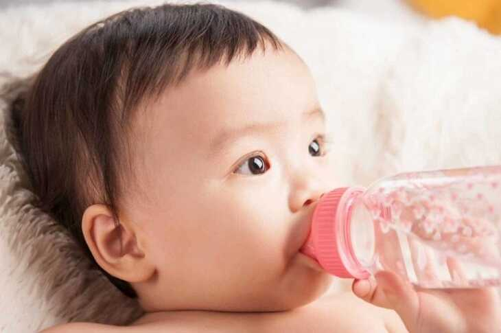 Trong điều trị viêm xoang cấp ở trẻ em cần chú ý bổ sung nước đầy đủ