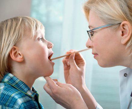 Cách chăm sóc trẻ bị viêm amidan