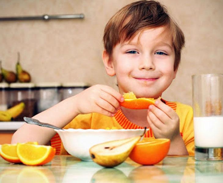 Bổ sung vitamin từ trái cây - cách chăm sóc trẻ bị viêm amidan