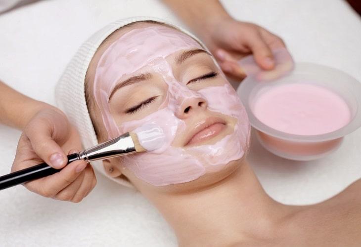 Làm đẹp và trị ngứa da mặt với sữa chua không đường