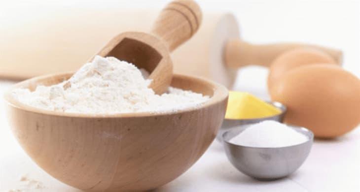 Sử dụng hỗn hợp bột mì và bột nghệ để trị mụn thâm ở mông