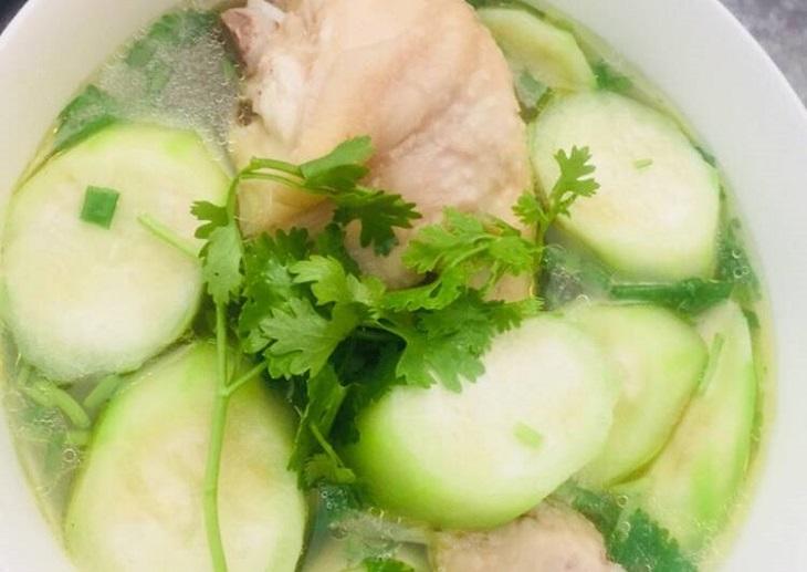 Canh mướp nấu thịt vừa dễ chế biến, dễ ăn lại tốt cho quá trình điều trị viêm mũi dị ứng