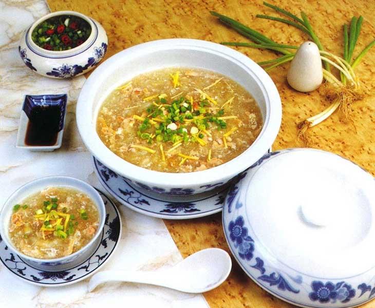 Cho trẻ ăn các món ăn mềm như cháo, súp sau khi cắt amidan