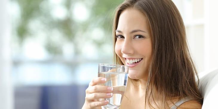 Người bệnh viêm mũi xoang xuất tiết cần uống nhiều nước