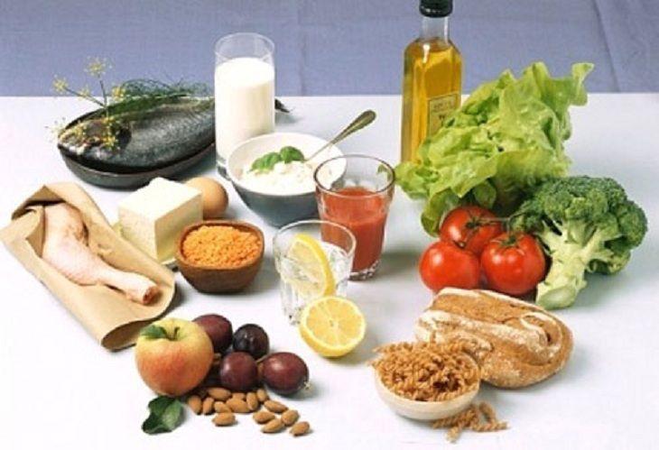 Người bệnh nên xây dựng chế độ ăn dinh dưỡng để hỗ trợ trị viêm mũi dị ứng hiệu quả