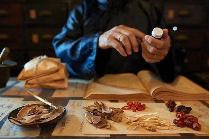 Thuốc Đông y chữa ngứa mông sử dụng nguyên liệu thiên nhiên