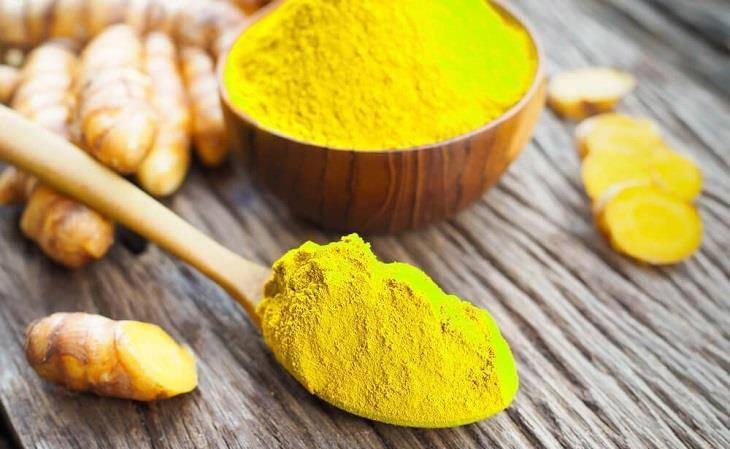Trong cách cách chữa vảy nến bằng thuốc Nam, nghệ vàng là phương pháp ít phổ biến nhất, nhưng có thể mang lại hiệu quả khô