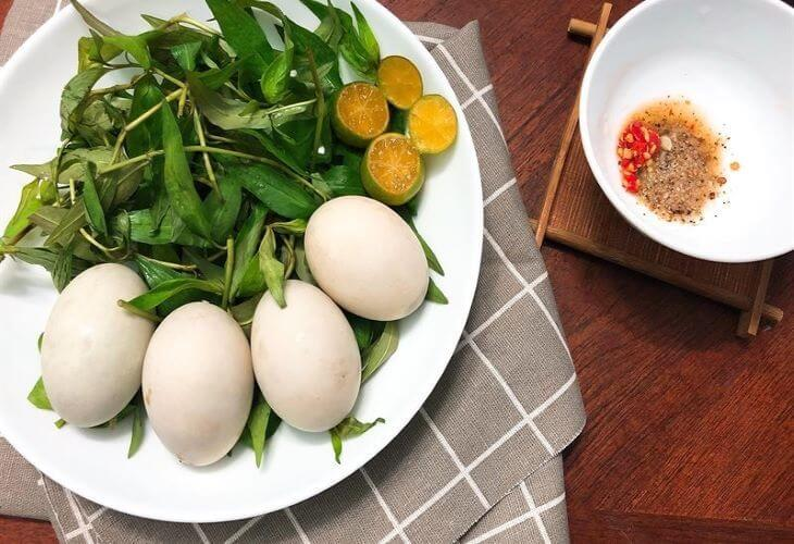 Cần phải biết cách mới chọn được những quả trứng vịt lộn ngon