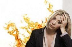 Tiền mãn kinh có triệu chứng gì - Bốc hỏa, đổ mồ hôi đêm là dấu hiệu không thể bỏ qua
