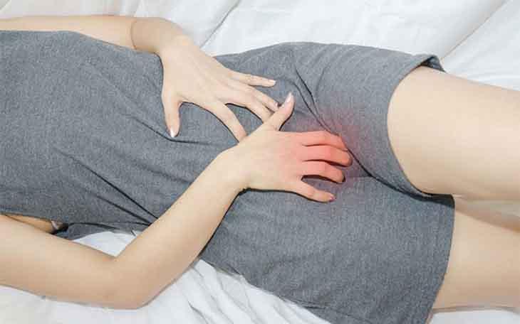 Người bị bệnh cảm thấy ngứa ngáy, đau rát, ảnh hưởng nhiều đến sinh hoạt