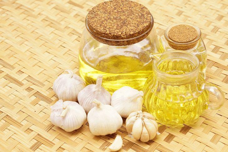 Dầu tỏi kết hợp dầu oliu trị nấm candida