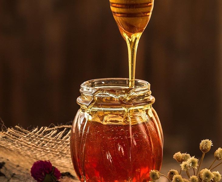Mật ong là nguyên liệu trị bệnh dễ tìm mua