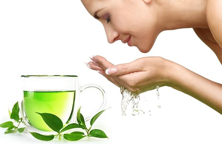 Dùng nước trà xanh rửa mặt trị mụn ẩn