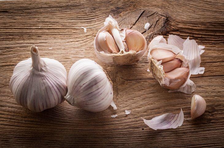 Dùng tỏi chữa nấm candida dễ thực hiện, chi phí ít và hiệu quả nhanh