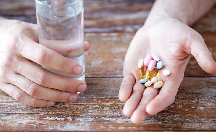 Không tự ý mua thuốc hoặc uống sai liều lượng do bác sĩ chỉ định