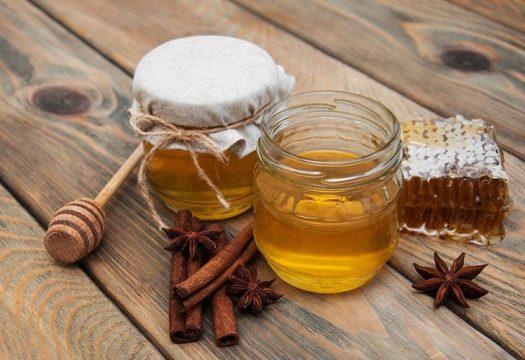 Cách trị mụn nội tiết bằng vỏ chuối được rất nhiều người sử dụng