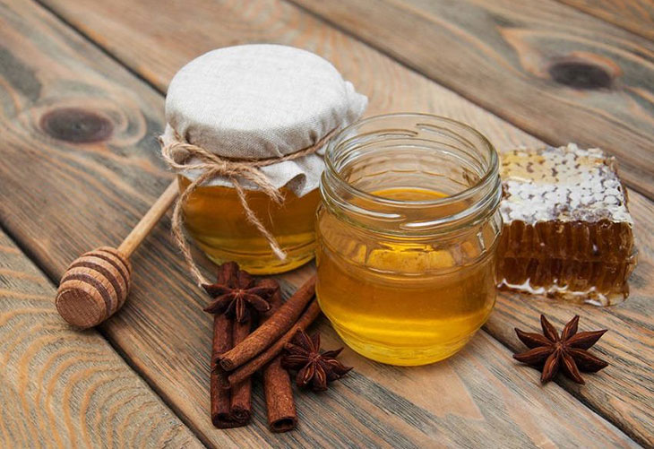 Cách làm mụn bọc nhanh chín với quế và mật ong khá hiệu quả