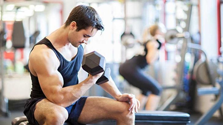 Tập tạ giúp tăng cường sức mạnh cơ bắp và khả năng sinh lý