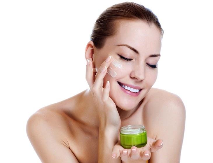 Lựa chọn các sản phẩm chăm sóc da và dưỡng da phù hợp, chất lượng