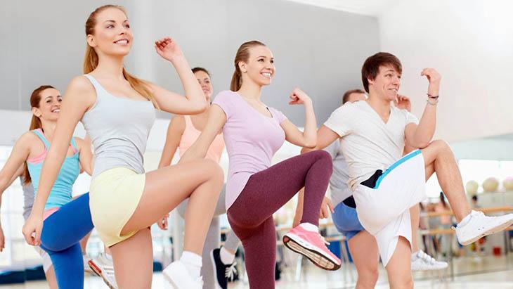 Vận động để tiết mồ hôi giúp da thông thoáng hơn, tránh các bệnh về viêm da tiết bã xuất hiện