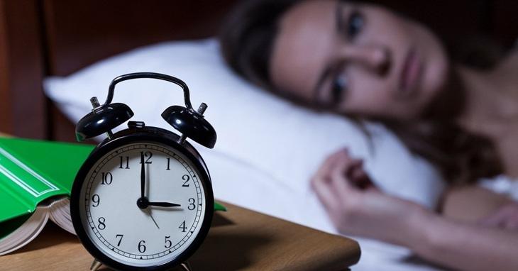 Mãn kinh có thể gây ra hiện tượng mất ngủ vào ban đêm