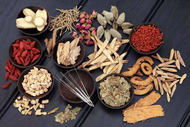 Đông y với những thành phần thảo dược giúp làm chậm quá trình mãn kinh sớm