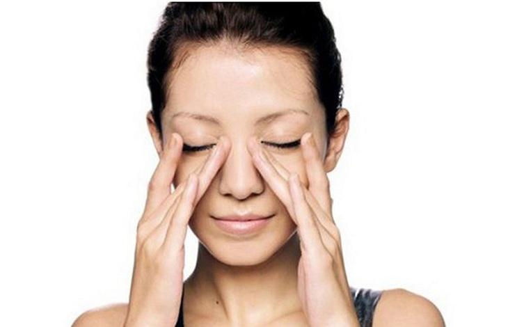 Massage là cách đơn giản giúp cải thiện bệnh viêm xoang gây mất ngủ