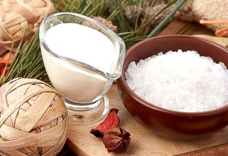mặt nạ trị mụn thâm trắng da từ sữa chua không đường và muối tinh