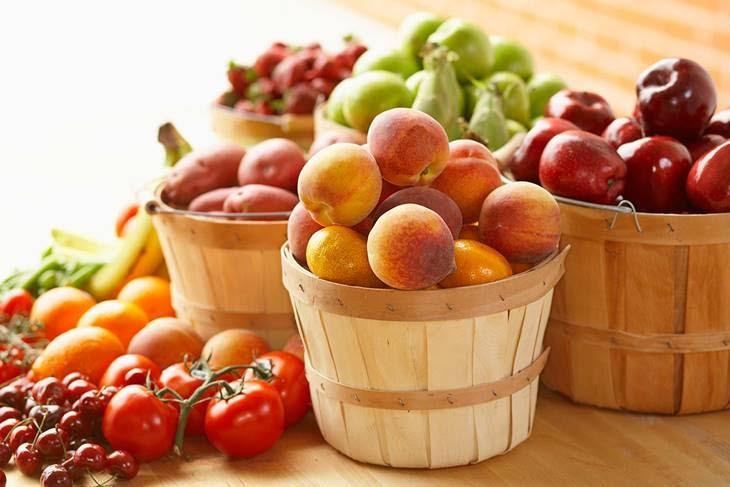 Chế độ ăn uống hợp lý nhiều hoa quả tươi giúp đẹp da