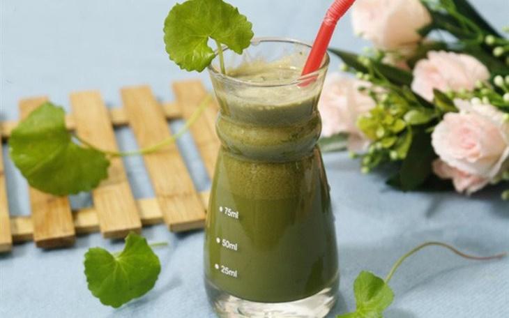 Phương pháp điều trị mụn nội tiết bằng rau má được nhiều người sử dụng