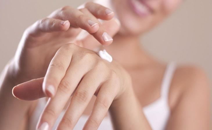 Trước khi dùng thuốc trị ngứa da tay, hãy hỏi ý kiến bác sĩ