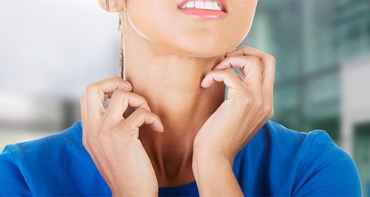 Ngứa vùng cổ do bị dị ứng