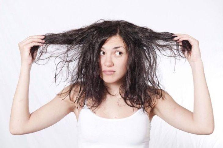 Để đầu bẩn cũng có thể là nguyên nhân gây ngứa da đầu