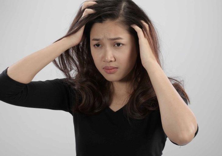 Nếu tình trạng ngứa da đầu kéo dài mãi không hết và ngày càng trở nên dữ dội, hãy đi khám ngay để tìm cách khắc phục