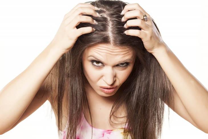 Tìm hiểu nguyên nhân gây ngứa da đầu và rụng tóc