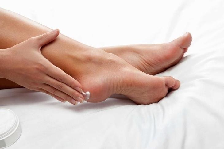 Luôn chăm sóc và giữ gìn vệ sinh thật cẩn thận khi bị ngứa gót chân
