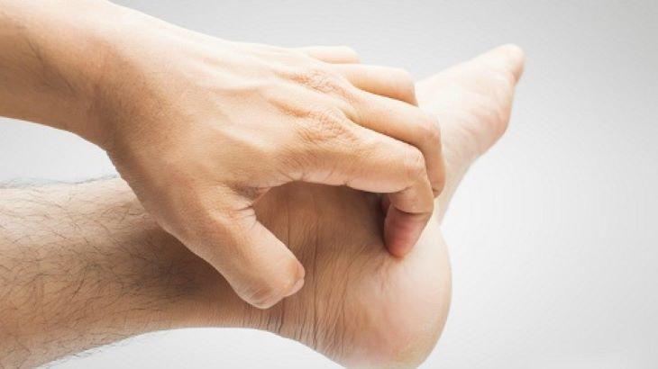 Có nhiều nguyên nhân dẫn đến tình trạng ngứa gót chân